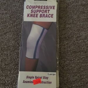 Compressive support knee brace